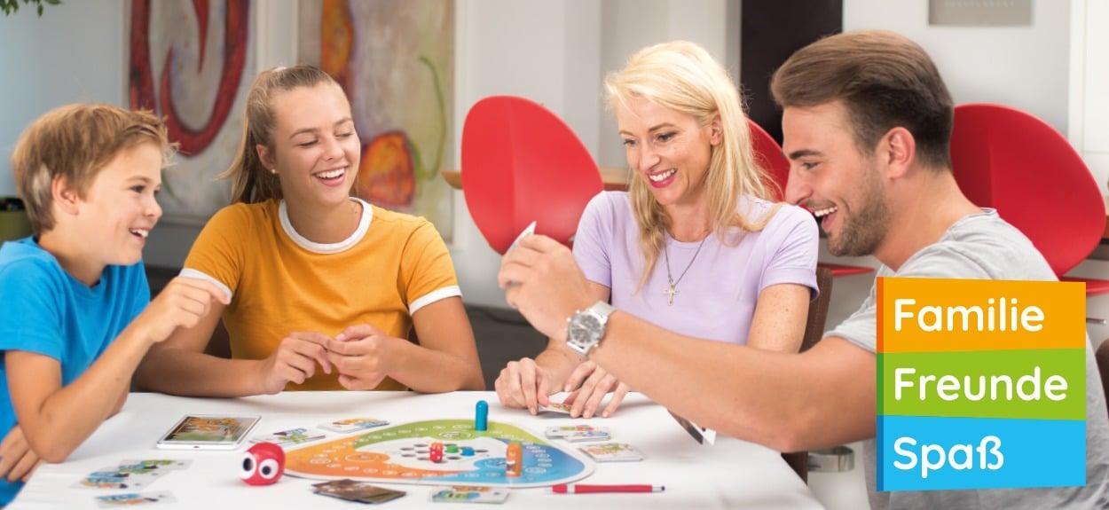 Familie spielt Interaction das Partyspiel